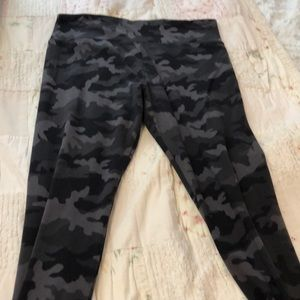 Wild fable camo legging pants large